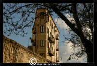Caltanissetta. Palazzo in Via XX Settembre. Strano palazzo in via XX Settembre.  - Caltanissetta (2819 clic)