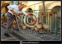 Leonforte. Sagra della pesca tardiva di Leonforte. Edizione 2006. Cesti artigianali.  - Leonforte (5391 clic)
