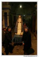 Agira: Pasqua 2005. Fedeli si apprestano ad uscire la statua della madonna per la Festa del L'incontro.  - Agira (3121 clic)
