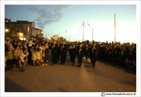 Agira: Pasqua 2005. La Festa del L'incontro, sulla piazza antistante la Chiesa del Ss Salvatore. La banda municipale di Agira.  - Agira (3190 clic)