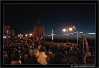Agira: Pasqua 2005. La Festa del L'incontro. La folla nella Piazza del SS Salvatore.  - Agira (3085 clic)
