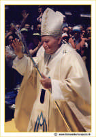 Caltanissetta 1993: Questa è una fotografia che ho scattato all'età di 18 anni quando il Papa (Giovanni Paolo II) è venuto in visita pastorale nella mia città, Caltanissetta (1993). La qualità non è ecellente, ma l'ho voluta postare in omaggio a questo grande uomo che è stato amato da tutto il mondo!  - Caltanissetta (3828 clic)
