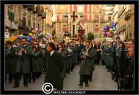 Caltanissetta. Settimana Santa a Caltanissetta. Anno 2006. Giovedi' Santo a Caltanissetta.  Processioni, gruppi sacri, maestranza, giovedi santo, Biangardi, vare, vara, Pasqua, Caltanissetta. La processione in Corso Umberto I.  - Caltanissetta (2992 clic)