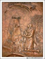 Floridia: Chiesa madre in piazza del Popolo. Particolare del portone Bronzeo con altorilievi.   - Floridia (2137 clic)