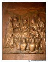 Floridia: Chiesa madre in piazza del Popolo. Particolare del ortone Bronzeo con altorilievi. #2  - Floridia (3126 clic)