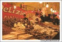Catania: Festa di Sant'Agata. 5 Febbraio 2005: Festa della Patrona di Catania, Sant'Agata. Bancarella di Torroni Siciliani  - Catania (5990 clic)