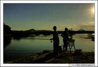 Regalbuto: Lago di pozzillo. Tramonto al lago. Pecatori.  - Regalbuto (2931 clic)