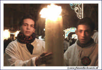 Catania: Festa di Sant'Agata. 5 Febbraio 2005: Festa della Patrona di Catania, Sant'Agata. Ragazzi devoti con cerone.  - Catania (2893 clic)