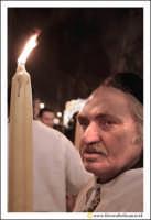 Catania: Festa di Sant'Agata. 5 Febbraio 2005: Festa della Patrona di Catania, Sant'Agata. Uomo devoto con cerone in via Etnea.  - Catania (2175 clic)