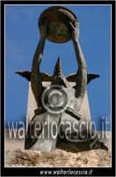 San Cataldo. Monumento ai caduti 4 Foto di Walter Lo Cascio www.walterlocascio.it  SAN CATALDO Wal