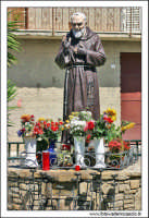 Catenanuova: La piazza, San Padre Pio.  - Catenanuova (3115 clic)