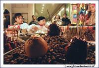 Catania: Festa di Sant'Agata. 5 Febbraio 2005: Festa della Patrona di Catania, Sant'Agata. Bancarella di torroni siciliani.  - Catania (2494 clic)