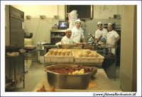 Catania: Laboratorio del Bar Gastronomia BAR CENTRALE. Preparazione delle arancine.   - Catania (5375 clic)