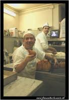 Catania: Laboratorio del Bar Gastronomia: Bar Centrale in Via Etnea. Preparazione delle arancine.   - Catania (3998 clic)