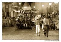 Agira, Agosto 2005. Carnevale Estivo Agirino 2005. Il carro dei Messicani.  - Agira (3347 clic)