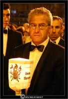 Caltanissetta. Settimana Santa a Caltanissetta. Anno 2006. Giovedi' Santo a Caltanissetta.  Processioni, gruppi sacri, maestranza, giovedi santo, Biangardi, vare, vara, Pasqua, Caltanissetta. Claudio, il becchino.  - Caltanissetta (2751 clic)