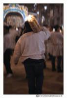 Catania: Festa di Sant'Agata. 5 Febbraio 2005: Festa della Patrona di Catania, Sant'Agata. Via Etnea. Ragazzo devoto, trasporta un pesante cerone.  - Catania (2179 clic)