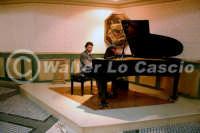 Caltanissetta: Pianista durante un'esecuzione musicale al Ristorante Tiffany, in occasione del Meeting Internazionale dei Cardiologi, tenutosi a Caltanissetta nei giorni 10 e 11 Settembre 2005. Foto 1  - Caltanissetta (4423 clic)