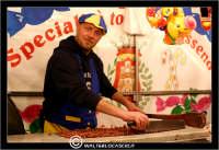 Caltanissetta. Settimana Santa a Caltanissetta. Anno 2006. Giovedi' Santo a Caltanissetta.  Processioni, gruppi sacri, maestranza, giovedi santo, Biangardi, vare, vara, Pasqua, Caltanissetta. Venditore di leccornie.  - Caltanissetta (5000 clic)