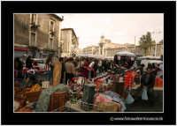 Catania: A fera u luni. Oggetti etnici Tunisini.  - Catania (2537 clic)