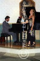 Caltanissetta: Pianista e soprano durante un'esecuzione musicale al Ristorante Tiffany, in occasione del Meeting Internazionale dei Cardiologi, tenutosi a Caltanissetta nei giorni 10 e 11 Settembre 2005. Foto 3  - Caltanissetta (2310 clic)