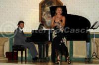 Caltanissetta: Pianista e soprano durante un'esecuzione musicale al Ristorante Tiffany, in occasione del Meeting Internazionale dei Cardiologi, tenutosi a Caltanissetta nei giorni 10 e 11 Settembre 2005. Foto 4  - Caltanissetta (3040 clic)