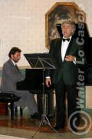 Caltanissetta: Pianista e il tenore Antonio Alecci, durante un'esecuzione musicale al Ristorante Tiffany, in occasione del Meeting Internazionale dei Cardiologi, tenutosi a Caltanissetta nei giorni 10 e 11 Settembre 2005. Foto 4  - Caltanissetta (2466 clic)