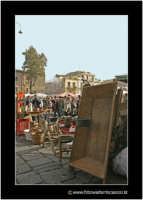 Catania: A fera u luni. Oggetti del passato: In primo piano U MAIDDRUNI antico oggetto in legno, che serviva ad impastare il pane.  - Catania (2302 clic)