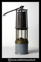 Caltanissetta: Reportage Fotografico sulle miniere. Oggetti da minatore. Lanterna. Collezione privata Sig. Mario Zurli.  - Caltanissetta (4896 clic)