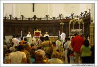 Agira, Agosto 2005. Festa del patrono di Agira SAN FILIPPO. Interno della Chiesa Reale Abazia. Cerimonia religiosa.  - Agira (3694 clic)
