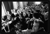 Caltanissetta. Settimana Santa a Caltanissetta. Anno 2006. Venerdi'Santo a Caltanissetta. La processione del Cristo Nero.  Processioni, gruppi sacri, maestranza, venerdi santo, vare, vara, Pasqua, Caltanissetta.  I Fedeli all'interno della Chiesa Signore della Città, quartiere San Francesco.  - Caltanissetta (2681 clic)
