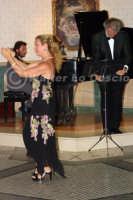 Caltanissetta: Pianista,  il tenore Antonio Alecci e la soprano, durante un'esecuzione musicale al Ristorante Tiffany, in occasione del Meeting Internazionale dei Cardiologi, tenutosi a Caltanissetta nei giorni 10 e 11 Settembre 2005. Foto 15  - Caltanissetta (2152 clic)