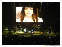 Acireale: 20 Febbraio 2005 Palasport di Acireale, concerto di Laura Pausini, dal Tour Resta in ascolto. Unico Tour in Siclia della cantabnte.  - Acireale (3305 clic)