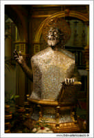Agira, Agosto 2005. Festa del patrono di Agira SAN FILIPPO. Interno della Chiesa Reale Abazia. particolare della Statua del Santo.  - Agira (3824 clic)