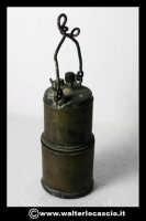 Caltanissetta: Reportage Fotografico sulle miniere. Oggetti da minatore. Lanterna. Collezione privata Sig. Mario Zurli.  - Caltanissetta (3757 clic)