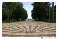 Acireale: Villa Belvedere. Particolare della pavimentazione d'entrata. La villa, si affaccia con una terrazza, sul mar jonio.  - Acireale (3032 clic)