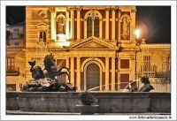 Caltanissetta: Pizza garibaldi. Fontana del tritone e Chiesa di San Sebastiano.  - Caltanissetta (2882 clic)