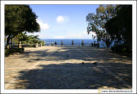 Acireale: Villa Belvedere. La villa, si affaccia con una terrazza, sul mar jonio.  - Acireale (2752 clic)