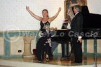 Caltanissetta: Pianista,  il tenore Antonio Alecci e la soprano, durante un'esecuzione musicale al Ristorante Tiffany, in occasione del Meeting Internazionale dei Cardiologi, tenutosi a Caltanissetta nei giorni 10 e 11 Settembre 2005. Foto 25  - Caltanissetta (3147 clic)