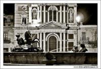 Caltanissetta: Pizza garibaldi. Fontana del tritone e Chiesa di San Sebastiano Foto 2 Biancoe e nero.  - Caltanissetta (2690 clic)