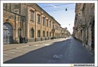 Acireale: Corso Umberto. Sulla sinistra il Palazzo sede del Collegio Santanoceto e Conservatori riuniti.  - Acireale (5353 clic)