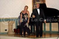 Caltanissetta: Pianista,  il tenore Antonio Alecci e la soprano, durante un'esecuzione musicale al Ristorante Tiffany, in occasione del Meeting Internazionale dei Cardiologi, tenutosi a Caltanissetta nei giorni 10 e 11 Settembre 2005. Foto 27  - Caltanissetta (2343 clic)