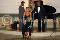 Caltanissetta: Pianista,il tenore e la soprano durante un'esecuzione musicale al Ristorante Tiffany, in occasione del Meeting Internazionale dei Cardiologi, tenutosi a Caltanissetta nei giorni 10 e 11 Settembre 2005. Foto 29  - Caltanissetta (3244 clic)