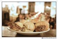 Bolognetta: Pani ca' meusa. Panini con la milza. Si può mangiare schettu o maritatu, ossia, con la ricotta o senza ricotta. Piatto tipico palermitano.  Antica Masseria Leonardo  - Bolognetta (10076 clic)