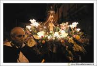 Caltanissetta: Settimana Santa. Mercoledì Santo a Caltanissetta. La processione delle Variceddre. Fedele che traina la vara Il sinedrio. Caifas.  - Caltanissetta (3337 clic)