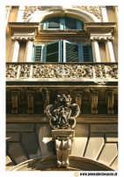 Acireale: Corso Umberto. Palazzo Nicolosi. Particolare del portale d'entrata.  - Acireale (5399 clic)