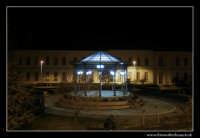 Agira: Villa Comunale. Il chiosco nella villa comunale di Agira by night.  - Agira (4506 clic)