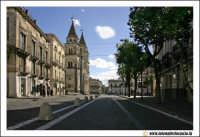 Acireale: Corso Umberto. Sulla sinistra la Basilica Cattedrale MAria SS.Annunziata, sec. XVII - XVIII  - Acireale (2553 clic)
