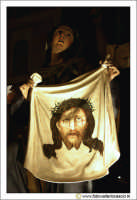 Caltanissetta: Settimana Santa. Giovedì Santo. Particolare della Vara La Veronica La Sacra Sindone.  - Caltanissetta (5502 clic)