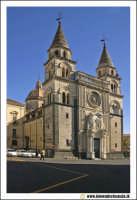 Acireale: Corso Umberto. Basilica Cattedrale MAria SS.Annunziata, sec. XVII - XVIII. Portale maromoreo di P. Blandamonte.  - Acireale (2275 clic)